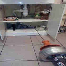 Электромеханическое устранение засора под умывальником